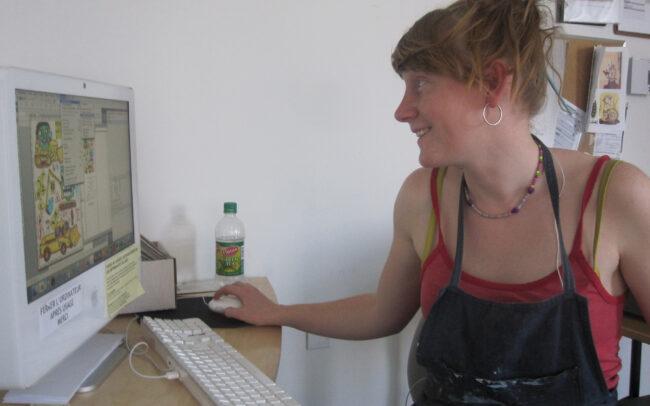 Allison Moore se préparant à imprimer à Engramme (2010)