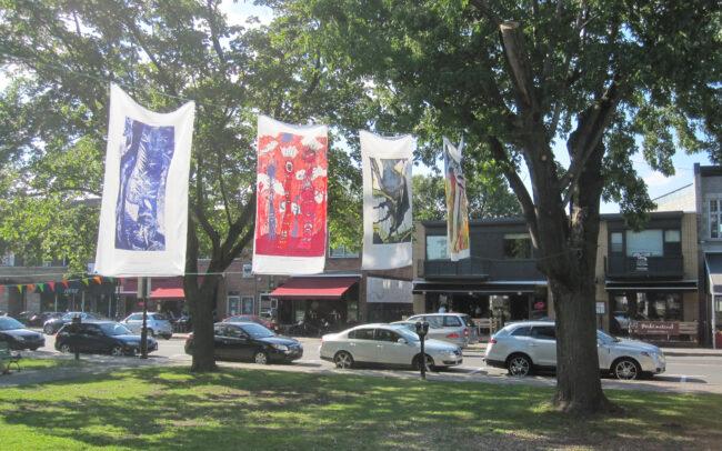 Exposition extérieur organisée par le centre d'artistes Zocalo
